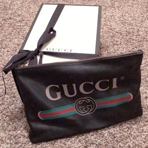 31e593ae1e0 Gucci Bags - Gucci print leather medium portfolio